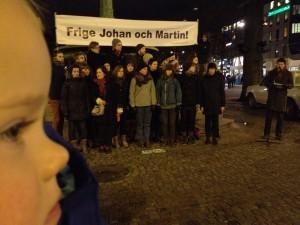 Doris demonstrerar för Johan och Martin